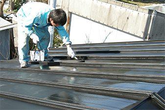 屋根に塗装が必要な理由は?塗料の種類や塗り替え時期なども解説サムネイル